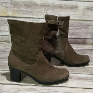 Clarks Bendables Suede Faux Fur Boot size 6.5